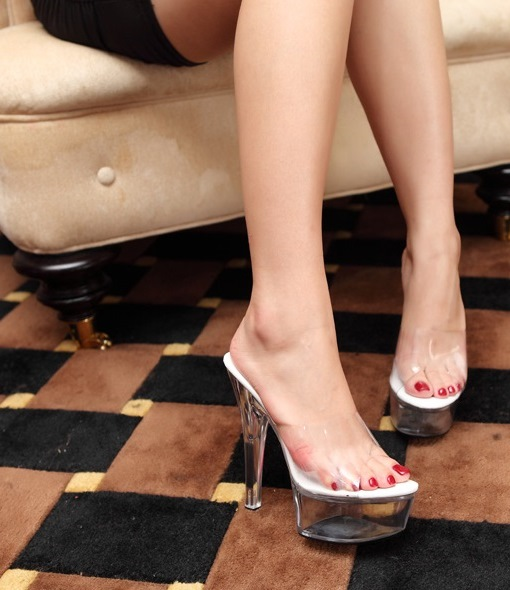 How to paint your toe nails perfectly – 10 steps